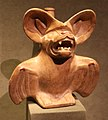 Ande centrali, costa del nord, moche, contenitore a forma di pipistrello con faccia di mastino, 200-850 dc ca.jpg