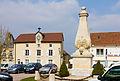 Andelot-Blancheville, Haute-Marne, place du village avec monument aux Morts.jpg