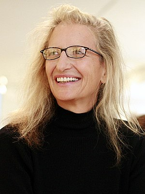 English: Annie Leibovitz is one of the most fa...