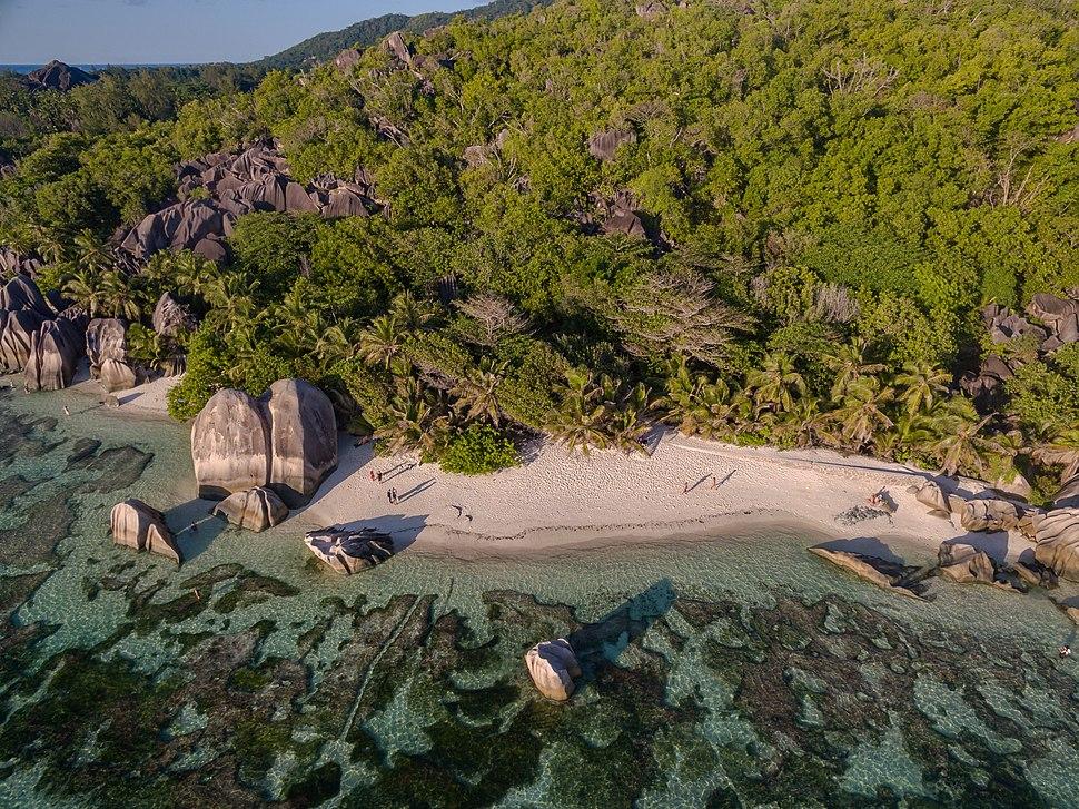 Anse Source d'Argent beach aerial La Digue, Seychellen (39587432402)