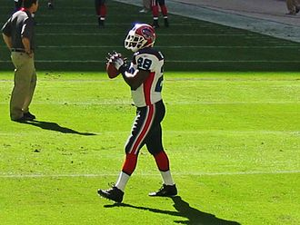 Anthony Thomas (American football) - Anthony Thomas warms up before a game in 2006.