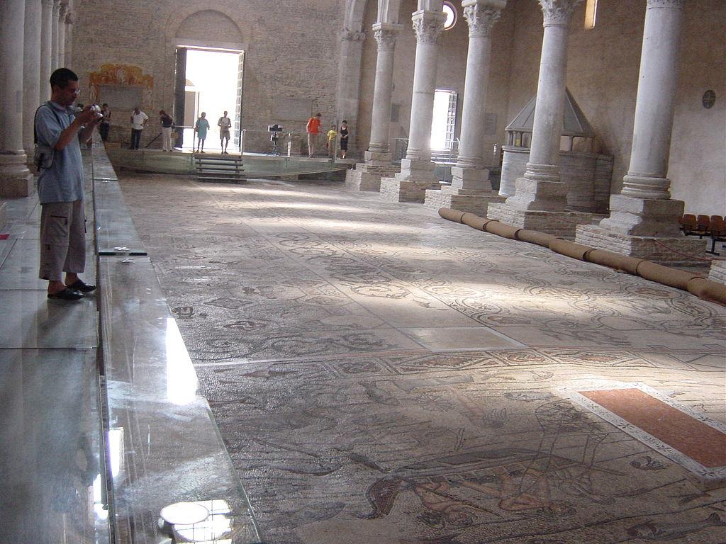 Базилика Аквилеи и мозаики на полу