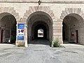 Arcades du bâtiment de l'entrée de Mont-Dauphin.jpg