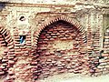 Arch adjacent to the Baradari - Shrine of Mahabat Khan, Lahore.jpg