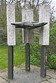 Assen - Herman Nieweg - 3 Zuilen met vogel.jpg