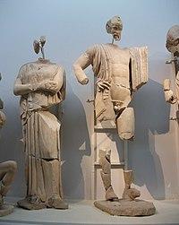 Asteròpe i Enomau, frontó oriental del templde de Zeus, Museu arqueològic d'Olímpia.JPG