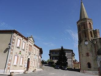 Aubiet - Image: Aubiet Place de la mairie