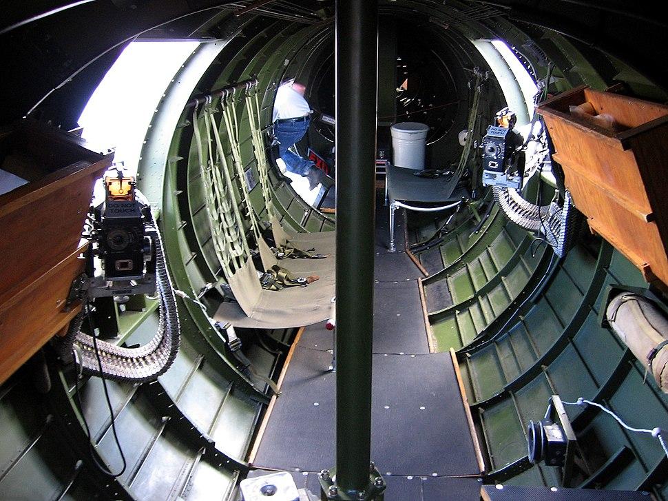 B-17 waist and tail-20060603