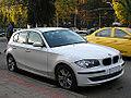 BMW 116i 2009 (16023861475).jpg