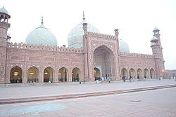 Badshahi Masjid another view.JPG