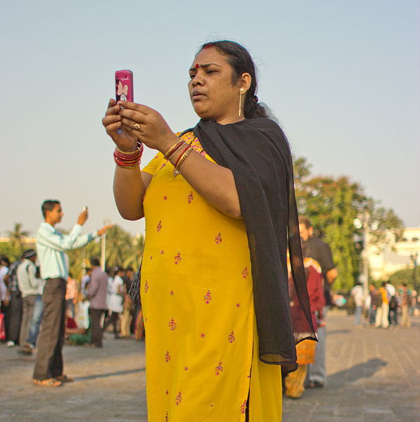 File:Bangalore India Cellphone 68 woman with Cellphone.jpg