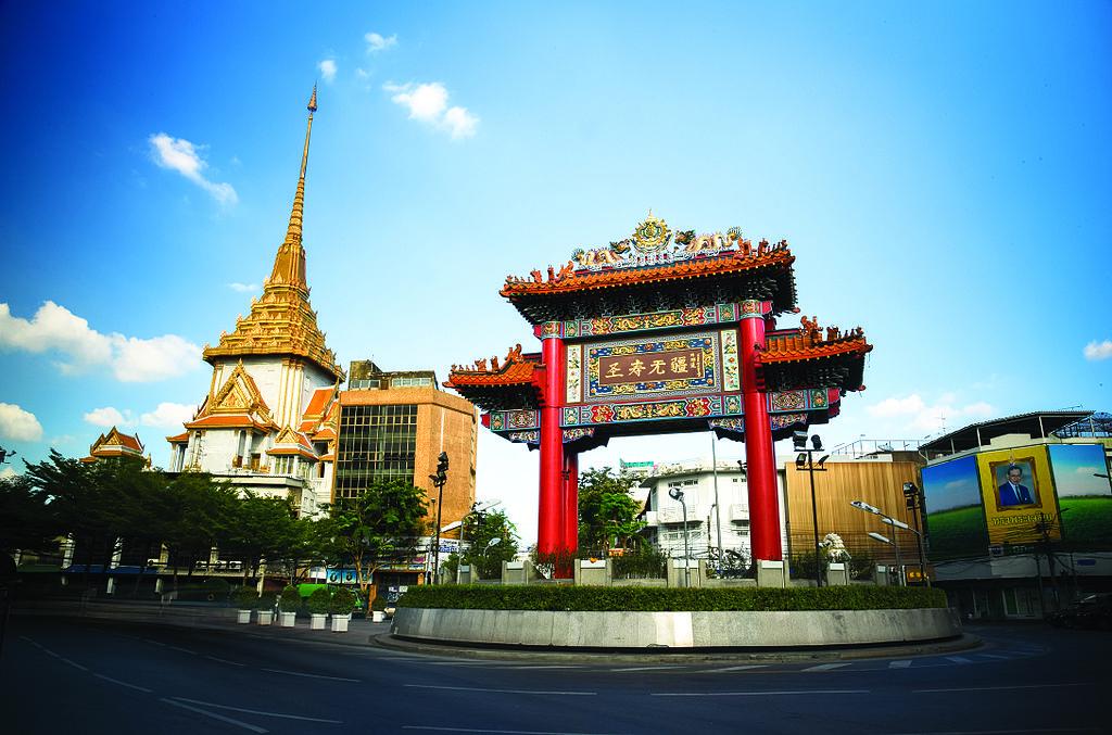 Porte de Chinatown sur la rue Yaowarat à Bangkok. Photo de Mr.Sayompoo Setabhrahmana