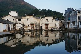 Banyue Pond in Zhiyan Village 03 2014-10.jpg