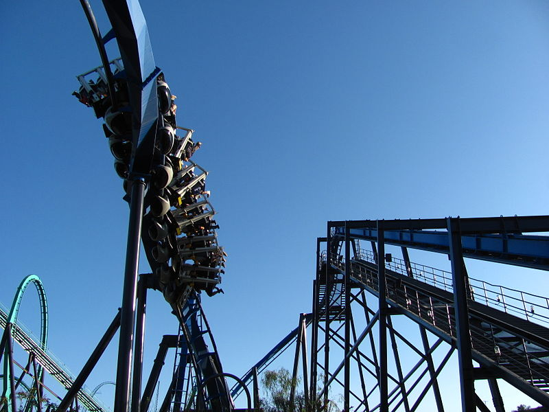 File:Batman The Ride Backwards at Six Flags Magic Mountain (13208103464).jpg