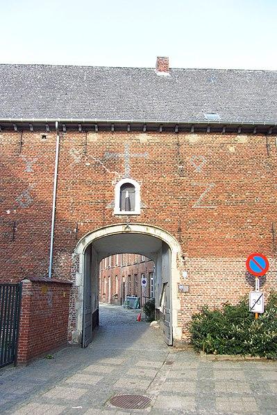 Begijnhof van Herentals - inkompoort vanuit de buitenkant