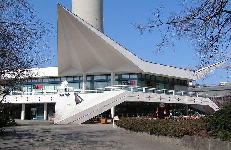 Datei:Berlin fernsehturm pavillon.jpg