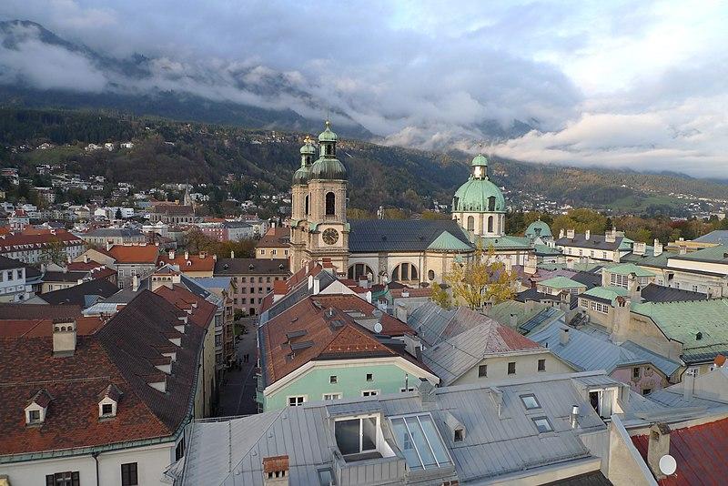 File:Blick vom Stadtturm des Alten Rathauses zum Innsbrucker Dom 1.JPG