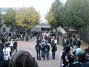 2010 French pension reform strikes - Students blockade Victor Hugo High School in Besançon-Planoise on 14 October 2010