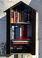 Boîte à livres, rue de l'église (Neyron) en février 2021.jpg