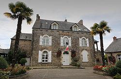 Bourg-des-Comptes-mairie1.jpg