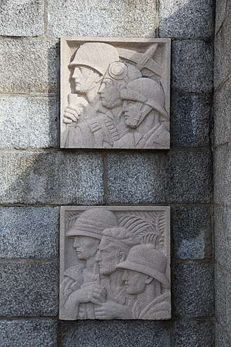 Raymond Delamarre - The two reliefs on the right hand side of the Brest war memorial