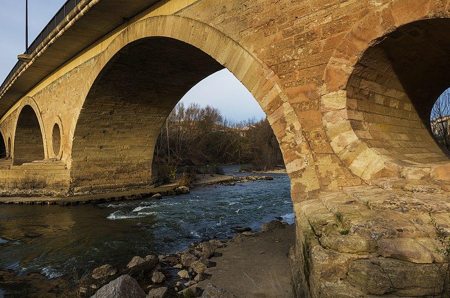 The bridge over the Aude River. Coursan, Aude, France.