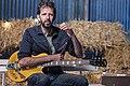 Bruno De Groote met gitaar door Dirk Annemans 2021.jpg