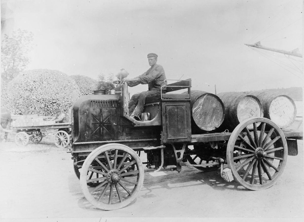 der erste lkw wurde 1896 von 4600 verkauft codycross