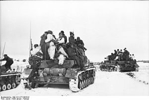 Battle of the Korsun–Cherkassy Pocket - Panzer IVs carry infantry, January 1944