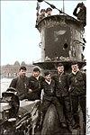 Bundesarchiv Bild 101II-MW-5566-24, Wilhelmshaven, U-Boot-Männer mit Eisernem Kreuz Recolored.jpg