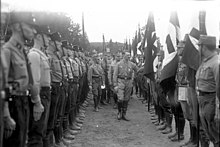 Adolf Hitler e, alle sue spalle, Ernst Röhm nel settembre del 1931