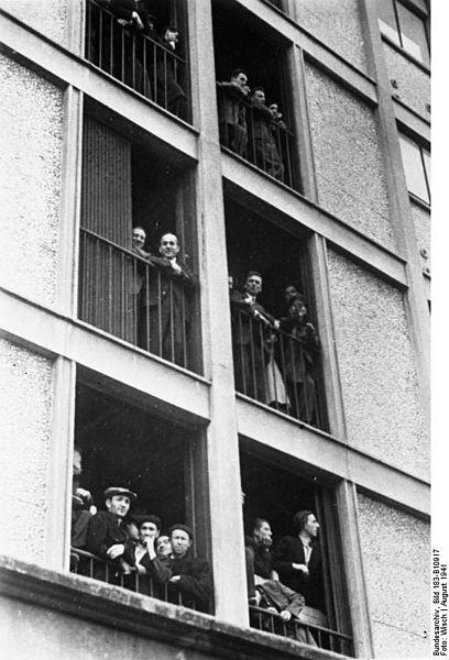 File:Bundesarchiv Bild 183-B10917, Frankreich, Internierungslager Drancy.jpg
