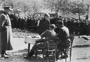Wehrmachtbericht - Image: Bundesarchiv Bild 183 J27288, Frankreich, Bretagne, Einsatz gegen die Resistance