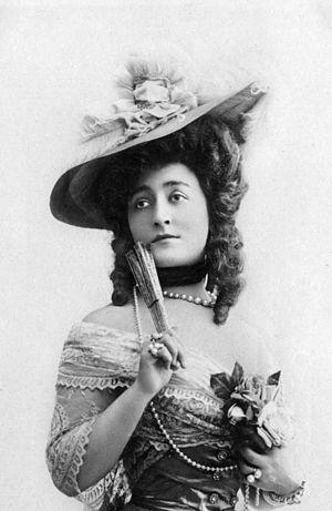 Cécile Sorel - Cécile Sorel (c.1900). Photograph by  Léopold-Émile Reutlinger.