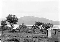 COLLECTIE TROPENMUSEUM Gezicht vanaf Larantoeka op het eiland Adonara TMnr 10018570.jpg