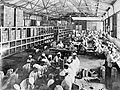 COLLECTIE TROPENMUSEUM In een opiumfabriek te Weltevreden worden de hulzen in houten doosje verpakt Java TMnr 10012185.jpg