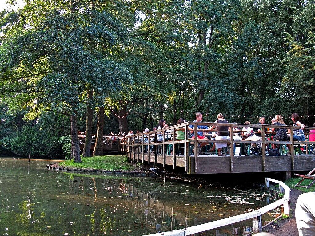 Café am Neuen See dans le parc du Tiergarten à Berlin.