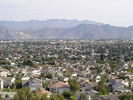 Leuking sootheast across Camarillo frae the northwestren hills on a warm sunny day in late October