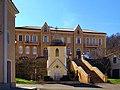Campile Monument et ancienne école.jpg