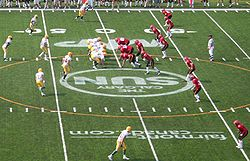 University of Alberta Golden Bears (till vänster i vitt) mot University of Calgary Dinos.