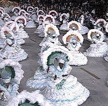 https://upload.wikimedia.org/wikipedia/commons/thumb/7/71/CarnavalBrazilRio2005.jpg/220px-CarnavalBrazilRio2005.jpg