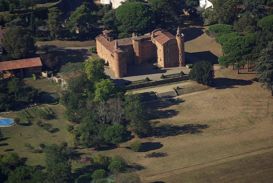 Vue aérienne du château de Pibrac.