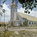 Collectie Nationaal Museum van Wereldculturen TM-20029616 Sint Theresiakerk aan de Bernhard Straat in Sint Nicolaas Aruba Boy Lawson (Fotograaf).jpg