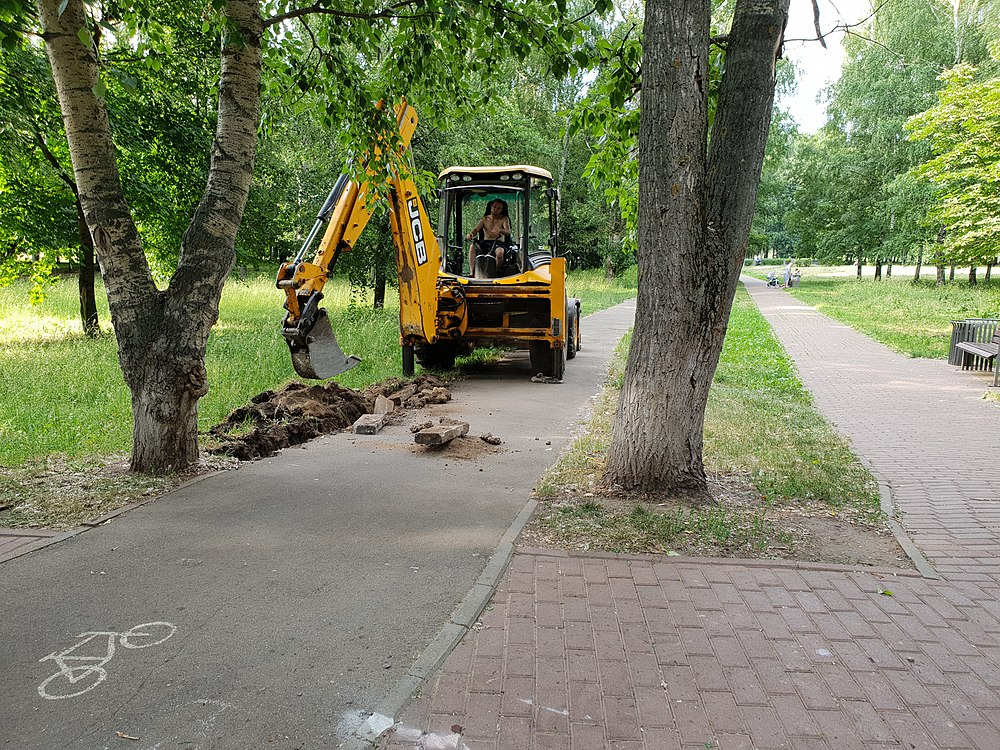 Curbstone laying in Moscow 2019-06-22 02.jpg