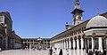 Damaskus, Omayadenmoschee, Ansichten vom Moscheehof mit weissem Marmor und Arkaden und dem Glockenhaus (24834327678).jpg