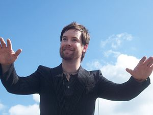 American Idol (season 7) - Image: David Cook American Idol Homecoming 2