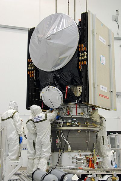 File:Dawn Spaceprobe on the Delta II Heavy upperstage.jpg
