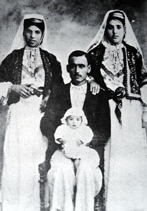 Deir Yassin - Family from Deir Yassin, 1927.
