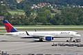 Delta Air Lines Boeing 757-231; N718TW@ZRH;28.08.2009 552ag (4327088169).jpg