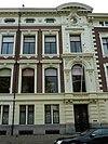 foto van Rechterhelft van dubbel herenhuis in eclectische bouwstijl, met voornamelijk aan de renaissance, de Lodewijk XIV- en de Lodewijk XVI-stijl en het Empire ontleende motieven
